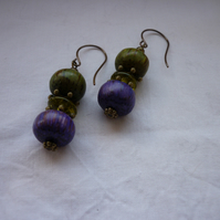MOSS GREEN, PURPLE AND ANTIQUE BRONZE EARRINGS.   1001