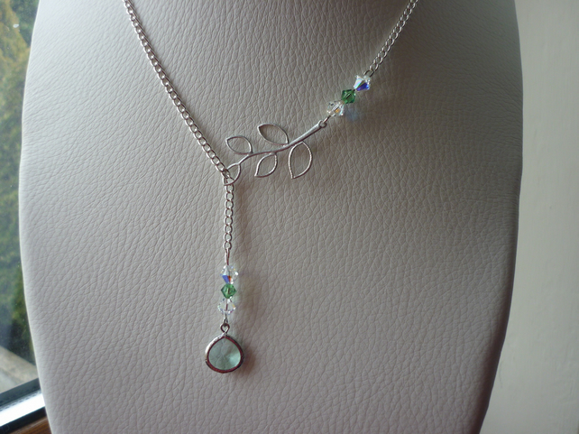 ERINITE, AB CRYSTAL AND SILVER LARIAT DESIGN NECKLACE.  1110