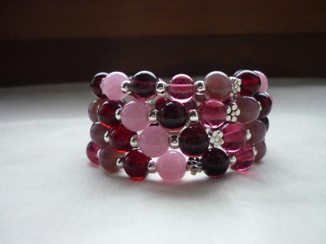 BERRY MIX AND SILVER,  MEMORY WIRE BRACELET.  1080
