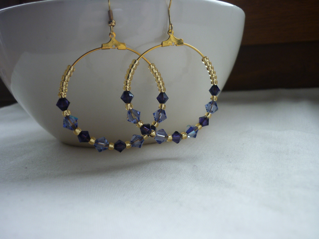PURPLE, LILAC AND GOLD HOOP EARRINGS.  1085