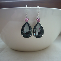 BLACK DIAMOND AND LIGHT ROSE PINK PEAR TEARDROP RHINESTONE EARRINGS.  1095