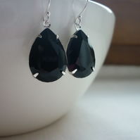 BLACK AND SILVER PEAR TEARDROP RHINESTONE EARRINGS.  1093