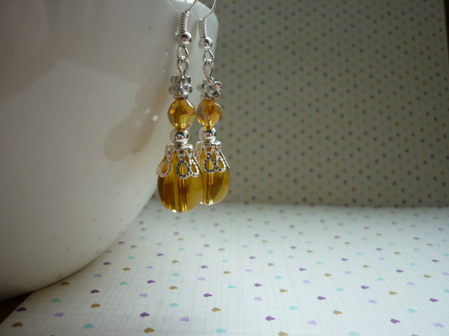 TOPAZ AND SILVER DANGLE EARRINGS.