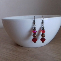 RED AND ANTIQUE BRONZE EARRINGS.