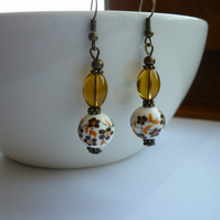 BROWN, GOLDEN AMBER,WHITE AND BRONZE CERAMIC DANGLE EARRINGS.  1079