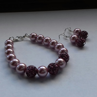MAUVE AND SILVER, PEARL AND PAVE BEAD BRACELET AND EARRING SET.