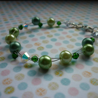 SHADES OF GREEN AND AB CRYSTAL BEADED BRACELET.