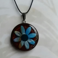 Wooden pendant with clay daisy