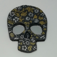 Skull magnet with mirrored eyes