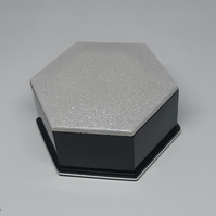 Resin trinket box with lid