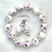 Stretchy bracelet and earrings set made with ceramic beads.