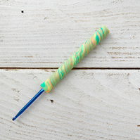 4mm swirl crochet hook, ergonomic crochet hook, craft supplies
