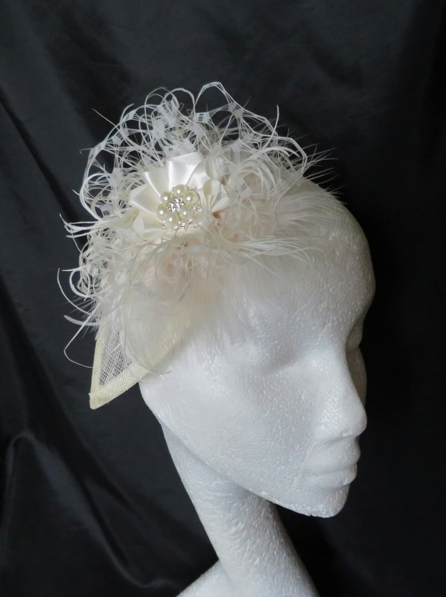 Cream Ivory Vintage Style Feather Bridal Fascinator Hat