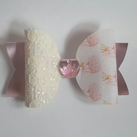 Delightful Dolly bow