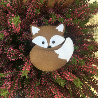 Brown felt fox brooch pin