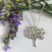 Stunning sterling silver tree of life necklace