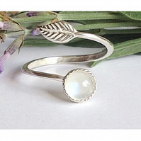 Beautiful sterling silver and moonstone leaf ring
