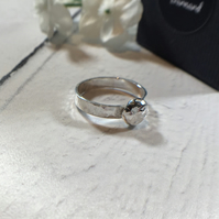 Pebble Ring - Hammered Band