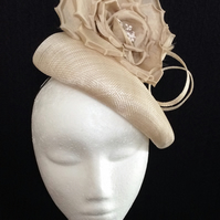 Cream Fascinator Nude Beige Neutral Flower Wedding Races Occasion Hat Headpiece