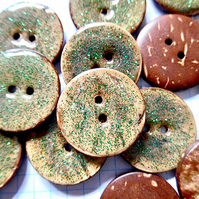 10 x  Green Coconut Shell, Enamelled, Glitter Buttons