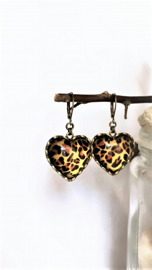 UKFREESHIPPING-recycled from a pair of vintage Betsey Johnson earrings