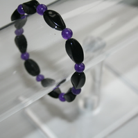 stretch bracelet with black onyx and amethyst