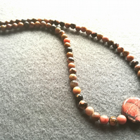 Rhodonite beaded short necklace.