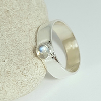 Lovely Sterling Silver Ring With A Beautiful Moonstone   (Free UK Delivery)
