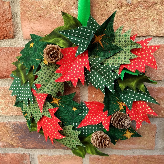 "10"" (25cm) Fabric Holly and Ivy Christmas Wreath-Item Ref:190407  Free Delivery"