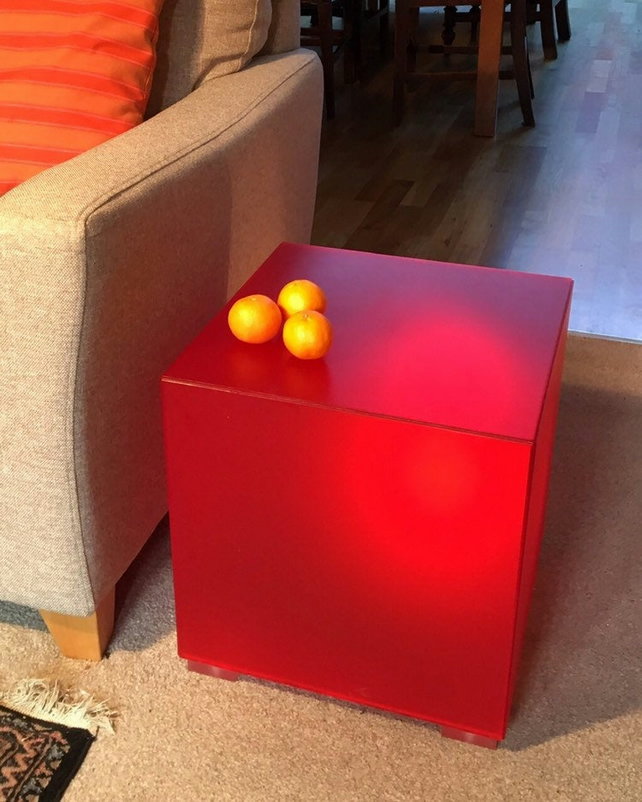 LUMICUBE T5 - illuminating Perspex side table