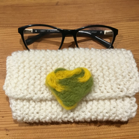 Knitted phone or glasses case  with detachable brooch