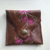 Small embroidered leather purse - Pink flowers