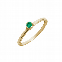 Solid 9ct gold ring with a green topaz