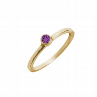 Solid 9ct gold ring with a purple topaz
