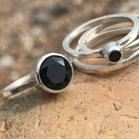 Set of four stacking rings with black spinel