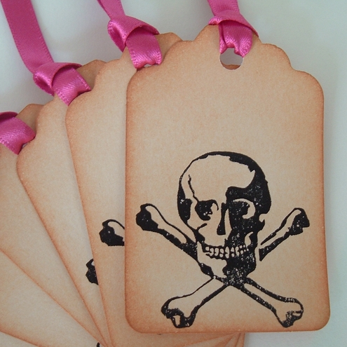 Skull and Crossbones Gift Tags! distressed vintage effect