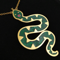 Emerald Snake Necklace Plated in 24ct Gold with Swarovski Crystal.