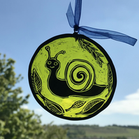 Snail stained glass suncatcher, circle, yellow