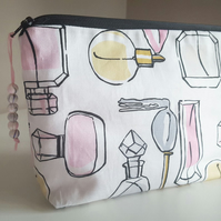 Makeup Bag, Cosmetics Bag, Zip Pouch, Travel Bag, Essential Pouch, Perfume Print