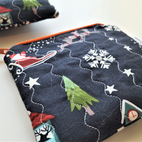 Santa Zippered Pouch, Festive Coin Purse, Christmas Quilted Small Purse.