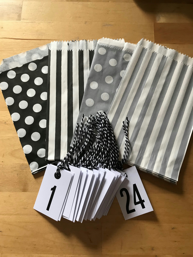 MAKE YOUR OWN ADVENT CALENDAR KIT - 24 STRIPE SPOT PAPER BAGS - 24 NUMBERED TAGS