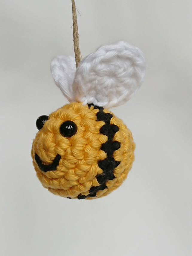 Baby Knitting Patterns Adorable little amigurumi bumblebee toy ... | 854x642
