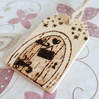 Fairy Door Wood Burning on a Wooden Tag. Pyrography, Can Be Personalised (TAG)
