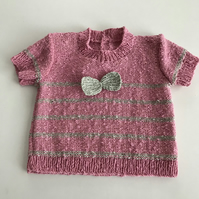 Short sleeve baby jumper with stripes and a bow