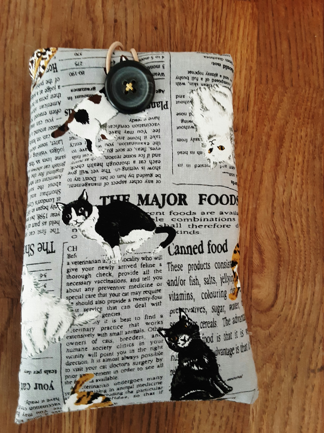 Phone or sunglasses cover with cats