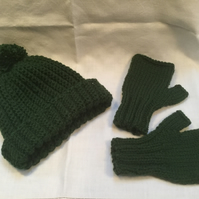 Chunky rib beanie hat with handmade pompom and matching fingerless mittens