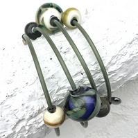 Memory wire wind on lampwork bracelet