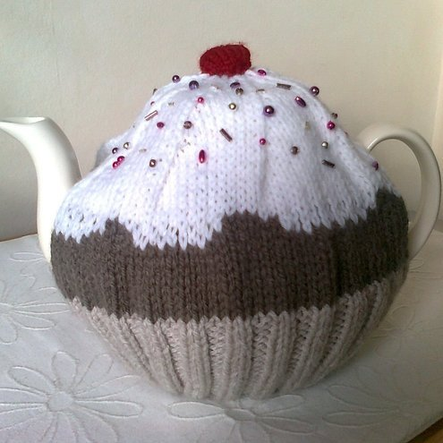Cupcake Tea Cosy / Cozy - Fits large 8-10 cup pot