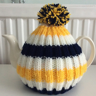 Tea Cosy - in Ivory, yellow and navy fits up to a 6 cup pot