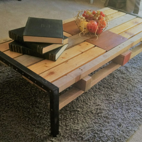 Industrial-chic Pallet Wood and Steel Coffee Table - Living room furniture